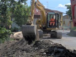 Realizzazione scavo in sede stradale per marciapiedi, Comune di Villa Minozzo, Reggio Emilia