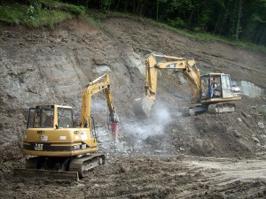 Movimentazione terra con escavatori a Carpineti, Reggio Emilia. Cliente: Bonifica Emilia Centrale