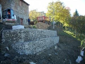 Gabbionata metallica di sostegno tradizionale. Comune di Villa Minozzo, Cerré Sologno, Reggio Emilia