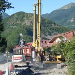 Perforatrice realizza pali trivellati per consolidamento strada provinciale sp59