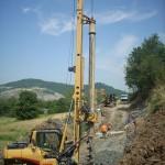 Trivellazione pali per consolidamento versante per posa di una condotta fognaria. Ciano D'Enza, Reggio Emilia. Cliente: IREN.